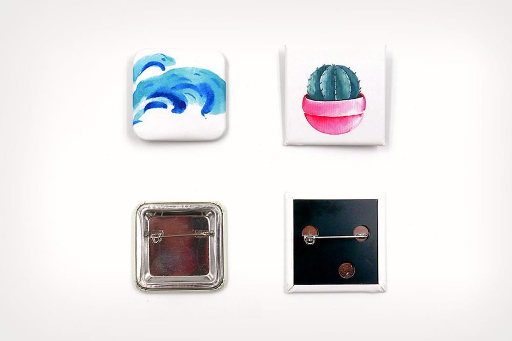 badges à épingle carrés