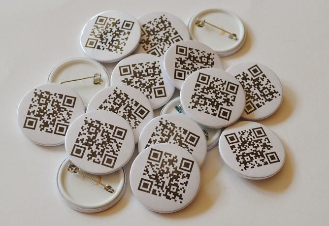 Imagen de Idea: Pon un código QR en tus chapas personalizadas